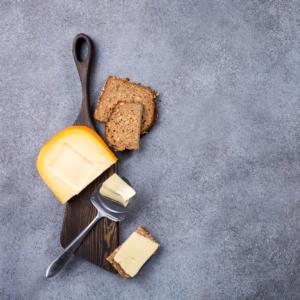 Arthrose-ernährung-brot-käse